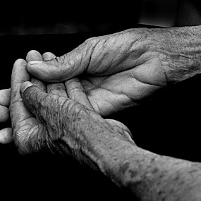 http://www.pixoto.com/images-photography/people/body-parts/hands-of-time